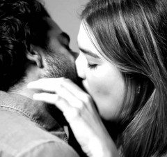 first-kiss-is-an-ad-follows-with-950x633